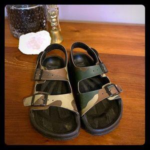 Birki's Aruba Sandal Little kids size 27